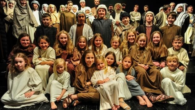 Auch heute, 221 Jahre später, fühlen sich Kinder und Erwachsene aus Thiersee dem Gelöbnis zum Passionsspiel, das ihre Vorfahren gaben, mit Freude verpflichtet. (Bild: BERGER HUBERT)