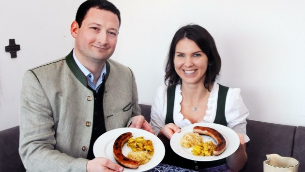 Paul und Katharina Nemecek lassen sich am ersten Adventsonntag ganz bestimmt heimische Bratwürstel schmecken.