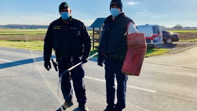 Die Polizei war in Unterfrauenhaid im Einsatz, um neun Hunde abzuholen. Der Zutritt zum Haus wurde verweigert. Nach der Zwangsöffnung brachten sorgsame Helferinnen die Vierbeiner ins Tierschutzhaus Sonnenhof nach Eisenstadt.