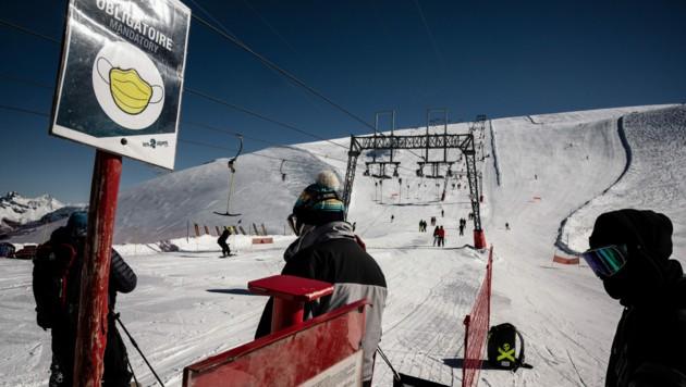 Ein französischer Skilift in Les Deux Alpes zum Saisonstart am 17. Oktober. Damals war Skifahren aufgrund von niedrigeren Infektionszahlen noch möglich. (Bild: AFP)