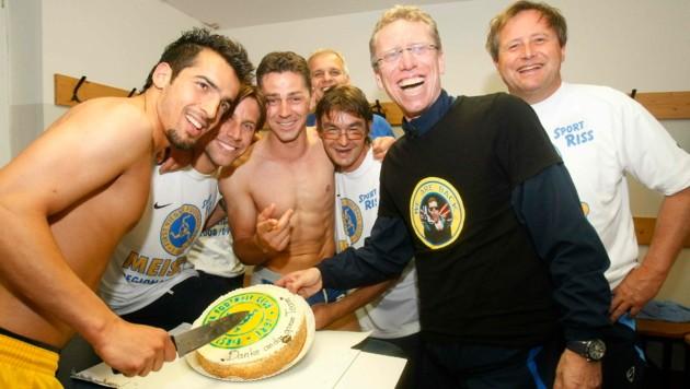 Mit der Vienna unter Trainer Peter Stöger (2. v. re.) stieg Sebastian Brandner (2. v. li.) im Sommer 2009 in die zweithöchste österreichische Spielklasse auf. (Bild: FOTObyHOFER/Christian Hofer)