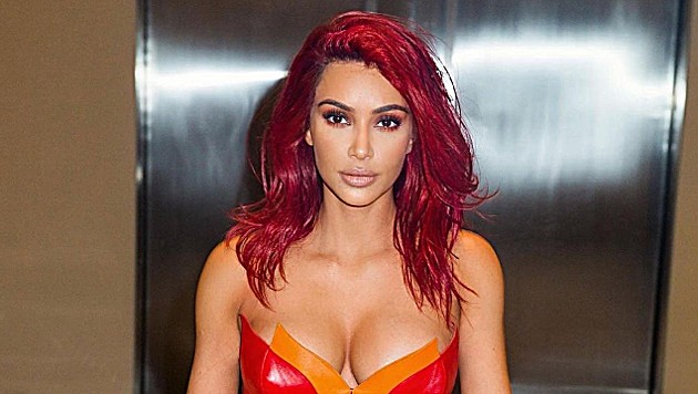 Kim Kardashian trägt bereits Glühwein-rotes Haar. (Bild: instagram.com/kimkardashian)