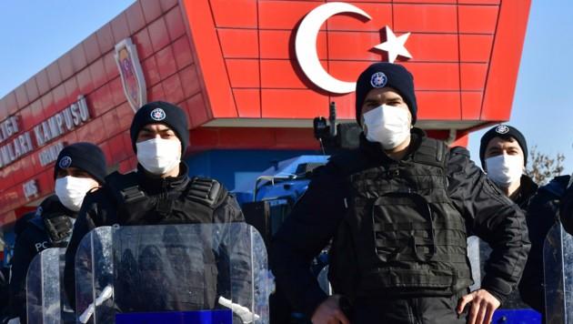 Das Gericht in der Türkei sprach wegen des Putschversuchs bis zu 79-fache lebenslange Haftstrafen aus. (Bild: AP)