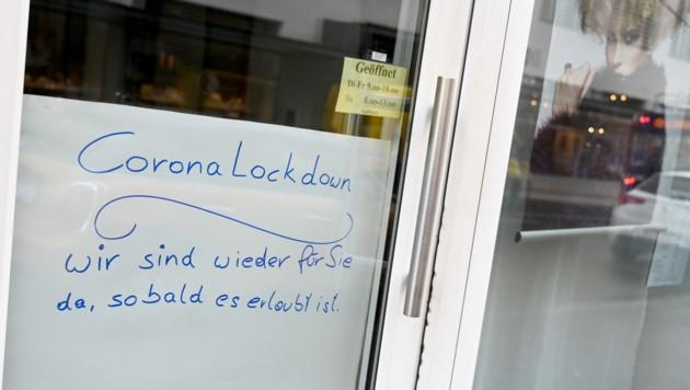 Der zweite harte Lockdown traf die heimischen Friseurbetriebe besonders hart. (Bild: APA/BARBARA GINDL)