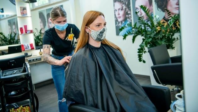 Die heimischen Friseurbetriebe richten einen verzweifelten Hilfeschrei an die Regierung. (Bild: Marco Riebler)