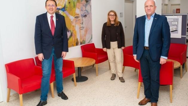 Gemeinsam suchen Matthias Stadler, Ulrike Königsberger-Ludwig und Markus Wieser weiter nach neuen Lösungen für den drohenden Kinderärztemangel. (Bild: AKNÖ/Archivbild)