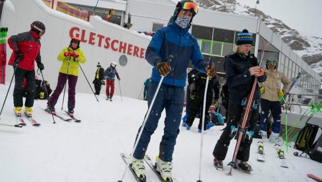 Bayerns Ministerpräsident Markus Söder (CSU) kündigte an, dass Bayern stichprobenartig aus Österreich zurückkehrende Skifahrer überprüfen wird. (Bild: AFP)