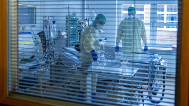 Die Zahl der Erkrankten liegt bei 14 Patienten auf der Intensivstation in Vorarlberg. (Symbolbild) (Bild: APA/dpa-Zentralbild/Jens Büttner)