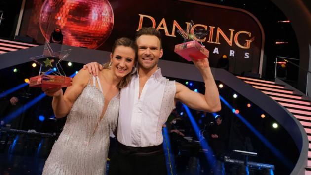"""Michaela Kirchgasser ist """"Dancing Star 2020""""! Gemeinsam mit Tanzpartner Vadim Garbuzov erhielt sie beim großen Finale des ORF-Tanzevents die meisten Punkte. Auf dem zweiten Platz landeten Cesár Sampson und Conny Kreuter. (Bild: ORF)"""