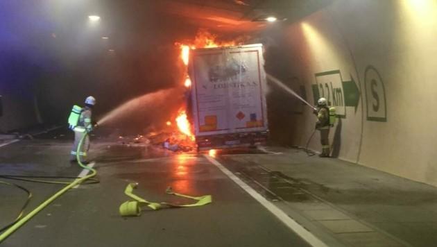 Die Feuerwehr Zederhaus löschte den Brand (Bild: FF Zederhaus/Holitzky )