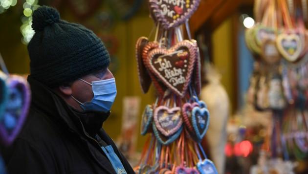 Ein Drive-In-Weihnachtsmarkt in Landshut. Wegen der anhaltend hohen Corona-Zahlen soll in Deutschland spätestens ab Mittwoch ein harter Lockdown gelten.