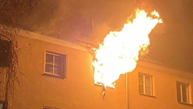 Es brannte gewaltig im Mehrparteienhaus (Bild: FF Leoben-Stadt/HLM Brenner Michael)