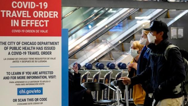 Reisende am Flughafen Chicago (Bild: The Associated Press)