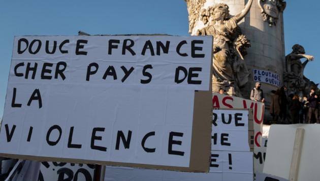 Proteste gegen Polizeigewalt und ein neues Gesetz (Bild: AFP)