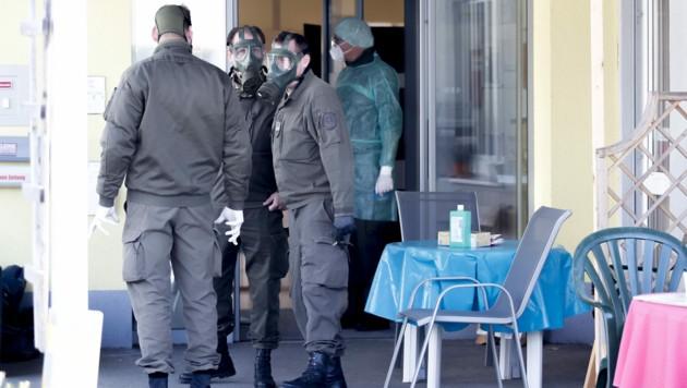Im Pflegeheim in St. Lorenzen im Mürztal hat das Bundesheer das Kommando übernommen. (Bild: APA/Erwin Scheriau)