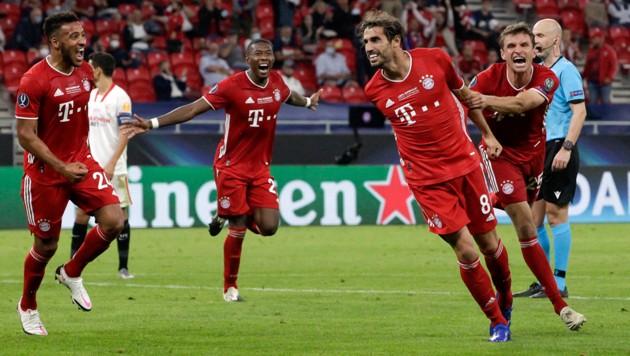 Javi Martinez (2. von re.) jubelt mit seinen Bayern-Kollegen - ab Sommer geht er einen neuen Weg. (Bild: AFP)
