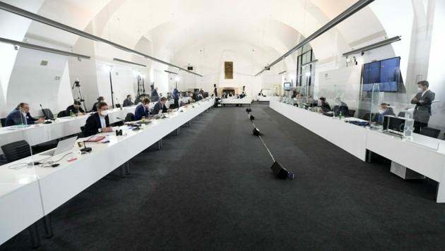 Der Sitzungssaal im Camineum der Nationalbibliothek im Rahmen des Ibiza-Untersuchungsausschusses (Bild: APA/HELMUT FOHRINGER)