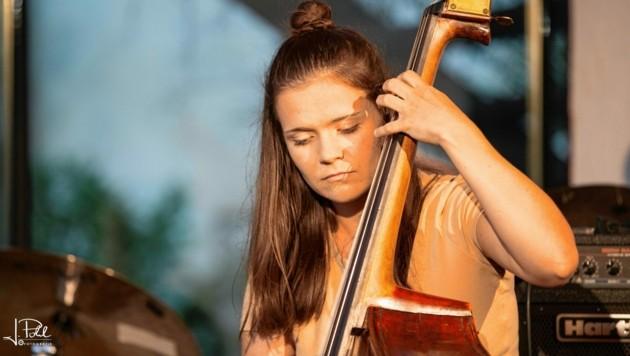 Auf der Bühne ist die 23-jährige Tirolerin eine musikalische Naturgewalt. (Bild: Josef Pohl)