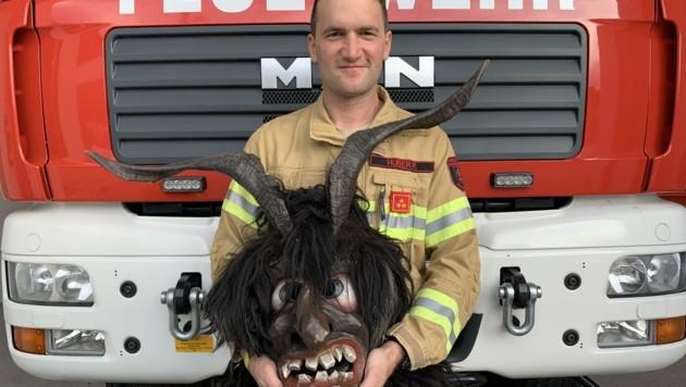 Feuerwehr-Kommandant Peter Huber ist einer der Perchten-Musiker (Bild: Barbara Moser)
