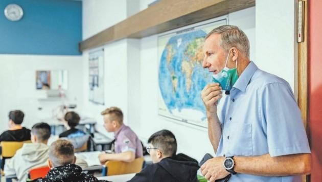 Thomas Hauer, Direktor der HAK Zell am See, ist erleichtert, dass Maturanten wieder vor Ort unterrichtet werden dürfen.