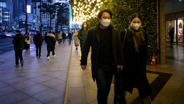 Die Behörden in Seoul reagierten sofort auf die Neuinfektionen und führten eine Sperrstunde ab 21 Uhr ein.