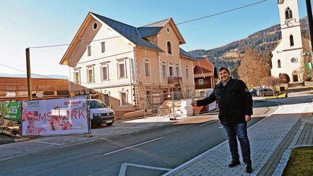 Bürgermeister Gerald Ebner freut sich über das Projekt in der Gemeinde. (Bild: Hermann Sobe)