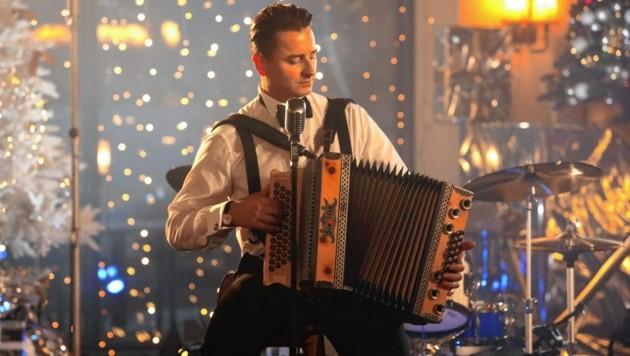 Andreas Gabalier gibt internationale Christmas-Klassiker und österreichische Weihnachtslieder zum Besten.