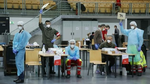 """""""Der Nächste, bitte!"""" Nicht nur in der Olympiahalle in Innsbruck war der Ablauf perfekt organisiert."""