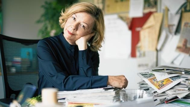 Conny Bischofberger in ihrem Büro im Pressehaus. Im zweiten Stock. (Bild: Lukas Beck/ edition-a)