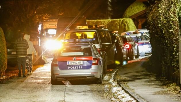 Ein Polizei-Großaufgebot machte sich zum Tatort in Elsbethen-Glasenbach auf. (Bild: Tschepp Markus)