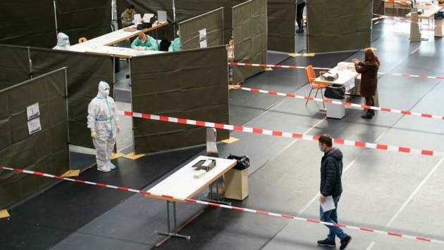 Einer nach dem anderen wurde auch in Braunau in die Teststraße gelassen - von Wartezeiten und Chaos keine Spur