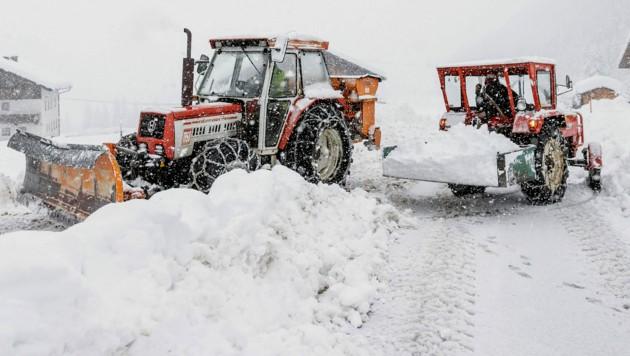 Schneesituation und Straßensperre in Kals am Großglockner (Bild: APA/EXPA/JOHANN GRODER)