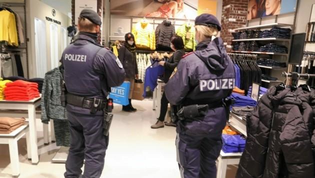 Geht es nach Innenminister Nehammer, soll die Polizei in der Freitest-Phase nur in Ausnahmefällen in Geschäften oder Lokalen kontrollieren.