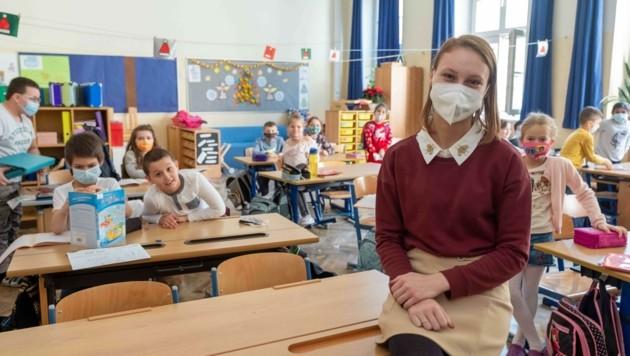 Manche Schüler und Lehrer in Volksschulen nehmen freiwillig Masken. (Bild: Einöder Horst)