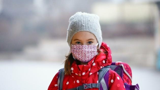 Lena, Schülerin der VS Radstadt, 2. Klasse: Meine Freunde habe ich in den letzten Wochen schon sehr vermisst. An die Maske habe ich mich mittlerweile gewöhnt. (Bild: Gerhard Schiel)