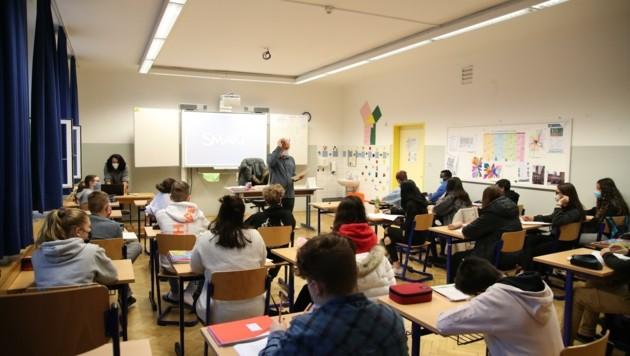 Seit Montag werden die Schüler der 4a der MS Nonntal wieder vor Ort unterrichtet. (Bild: Tröster Andreas)