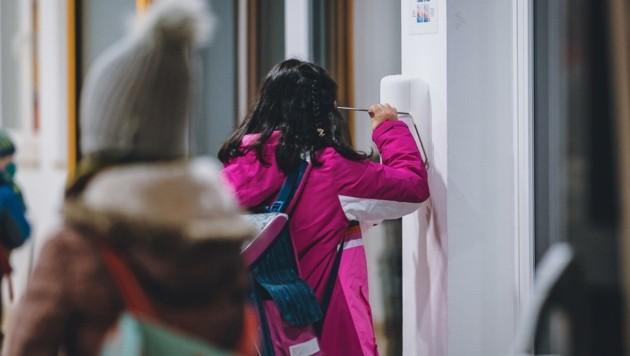 Die Volksschüler in Mittersill halten sich an die Maßnahmen. (Bild: EXPA/ Stefanie Oberhauser)