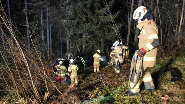 Die Feuerwehr Abtenau beim Berge-Einsatz (Bild: Feuerwehr Abtenau)