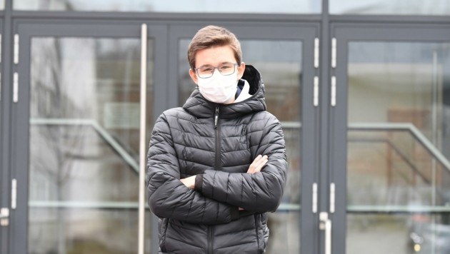 Die Maske ist für Gregor vom Gymnasium Kurzwiese Alltag (Bild: Huber Patrick)
