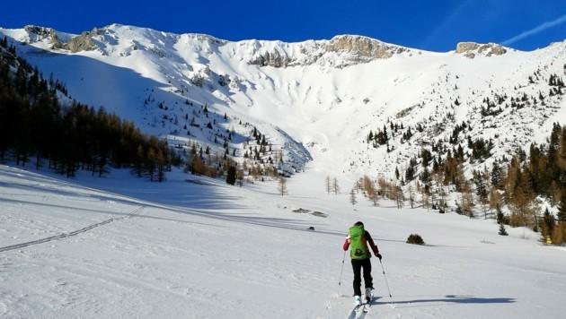 Skitouren und Schneeschuhwanderungen liegen im Trend, und der Naturpark Mürzer Oberland (hier die Rax) bietet dafür die perfekte Kulisse. Verantwortliche appellieren nun aber an die vielen Gäste, den Respekt vor Flora und Fauna zu wahren. (Bild: A. Steininger)
