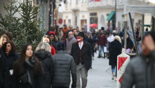 In der Getreidegasse erinnerte am Montag wenig an den Einkaufswahn am 8.Dezember vergangener Jahre. (Bild: Tröster Andreas)