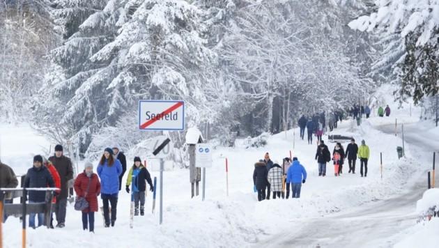 In Seefeld wollten sich viele die dünne Schneedecke nicht entgehen lassen. (Bild: Birbaumer Christof)