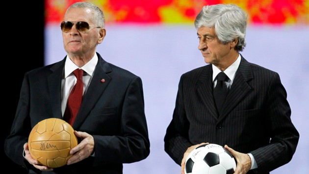 Viktor Ponedelnik (li.) neben Gianni Rivera (Europameister mit Italien 1968) (Bild: SERGEY DOLZHENKO / EPA / picturedesk.com)