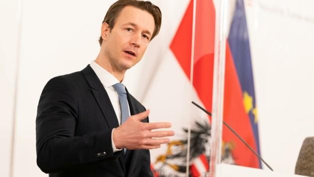 Finanzminister Gernot Blümel (ÖVP) macht mit Deutschland in Brüssel Druck, damit die EU mehr Unterstützung gestattet. (Bild: EXPA/ Florian Schroetter)