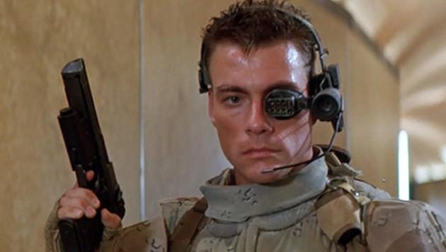 """Screenshot aus dem Trailer zu """"Universal Soldier"""". In dem Science-Fiction-Film mimt Jean-Claude Van Damme einen bionischen Supersoldaten."""
