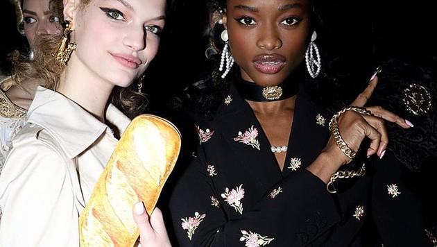 Die Baguette-Tasche von Moschino sorgt aktuell für viel Spott im Netz. (Bild: instagram.com/moschino)