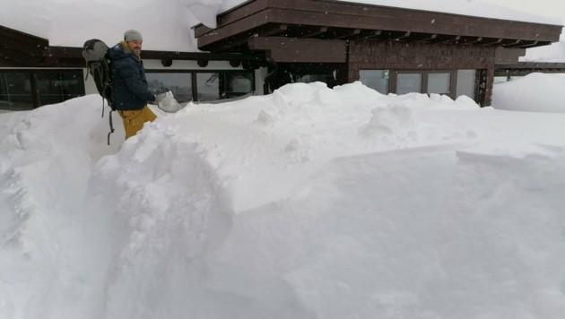 Schneeräumung bei der Rotkogelhütte