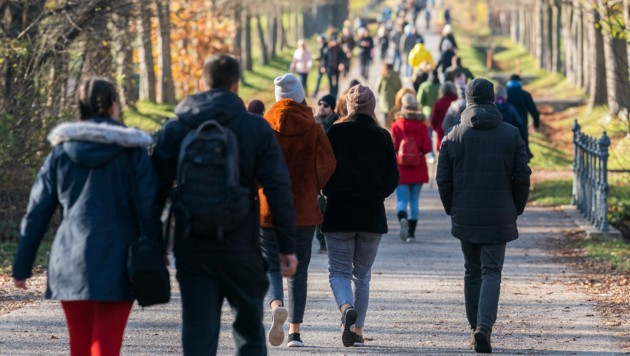 Je mehr Menschen auf der Welt, desto größer ist die Wahrscheinlichkeit, dass weitere Infektionskrankheiten auftauchen. (Bild: APA/Georg Hochmuth)