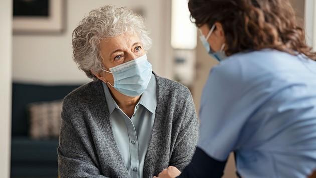 Die Situation in vielen steirischen Pflegeheimen bleibt Corona bedingt prekär. (Symbolbild). (Bild: stock.adobe.com)