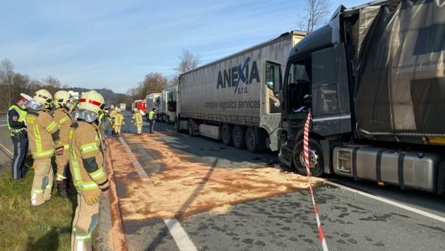 Vier Lkw waren am Freitag bei einem Auffahrunfall auf der A12 beteiligt. (Bild: ZOOM.TIROL)